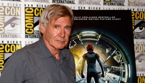 hailee-steinfeld-harrison-ford-enders-game-at-comic-con-09